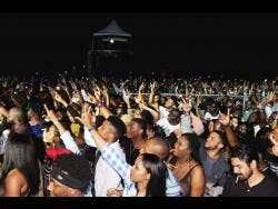 A view of the crowd at Unruly Fest 2018.