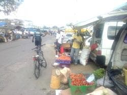 Vendors have started displaying their goods outside the Santa Cruz Market because they are afraid to go inside.