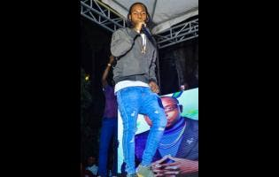 Jahvillani, the featured artiste, performs at Hillz Vision, and he wore his brand new Clarks pon foot.