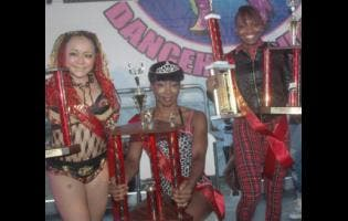 The 2015 International Dancehall Queen Keisha Rodney (centre) flanked by Hirata 'Bom Bom' Masaki (left) and Joan Mendy.