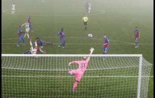 Crystal Palace goalkeeper Vicente Guaita in action during the English Premier League match between Crystal Palace and Manchester United at Selhurst Park stadium in London, England, yesterday.