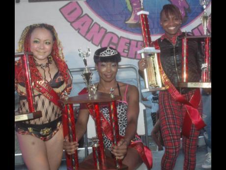 The 2015 International Dancehall Queen Keisha Rodney (centre) flanked by Hirata 'Bom Bom' Masaki (left) and Joan Mendy.
